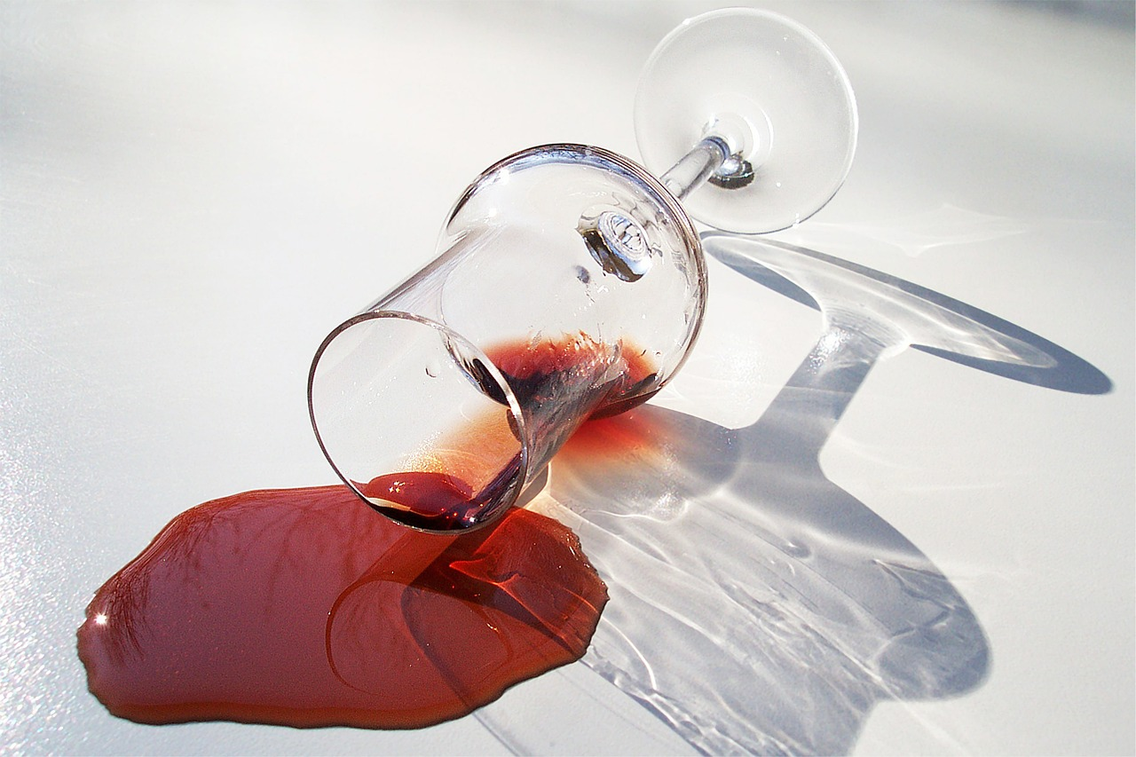 Los trucos m s eficaces para quitar manchas de vino vivanco - Manchas de vino ...