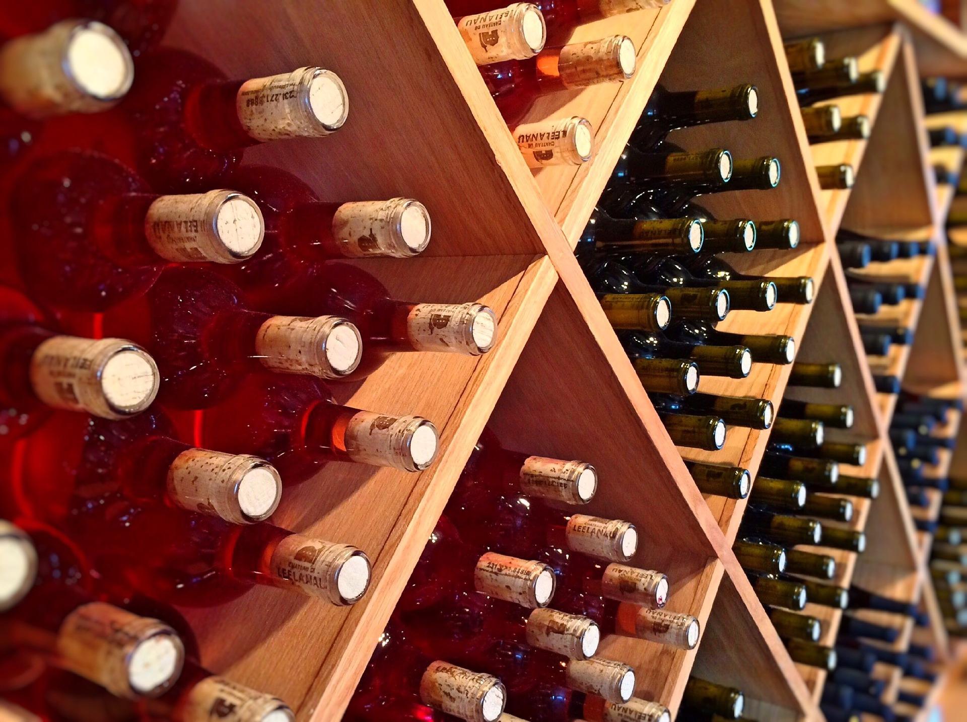 C mo se conserva correctamente el vino en casa vivanco - Muebles para poner botellas de vino ...