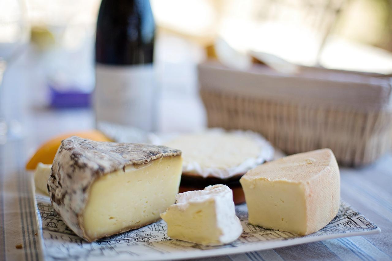 bandeja quesos franceses vino