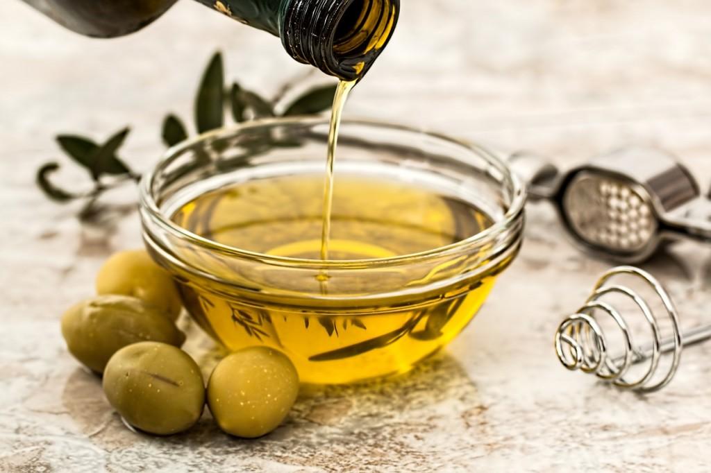 aceite oliva aceitunas botella