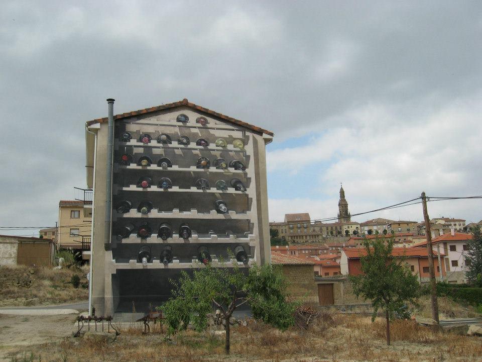 botellero edificio mural