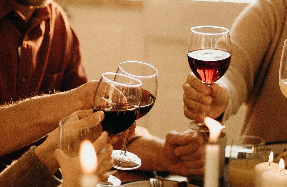 brindis copas vino